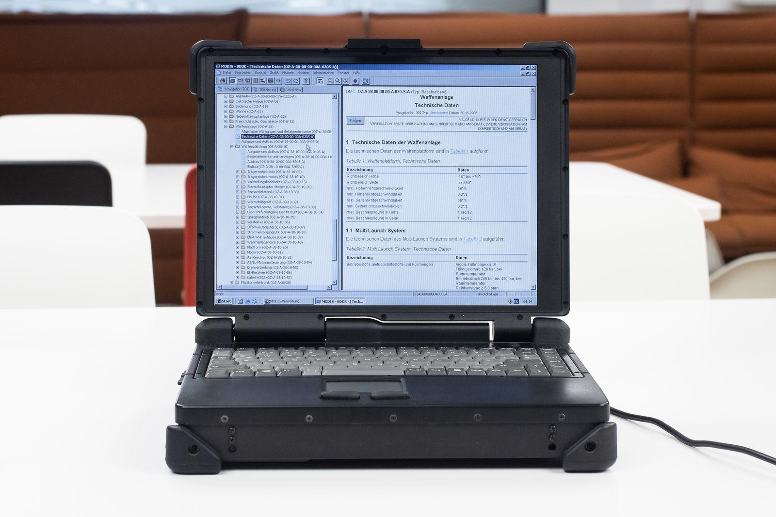 alter Bundeswehr-Laptop