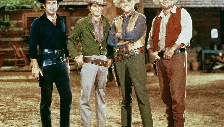"Cowboys der US-Serie ""Bonanza"": Pernell Roberts, Dan Blocker, Lorne Greene, Michael Landon"