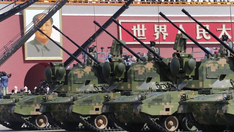 Waffenschau in Peking: Gleichschritt in China