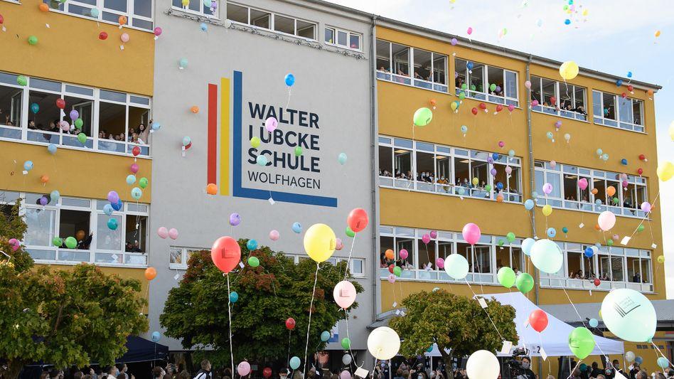 Mit neuem Namen: Festakt an der Walter-Lübcke-Schule in Hessen
