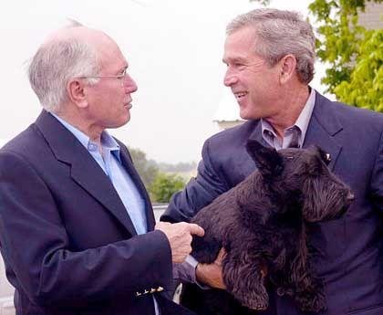 Bush, Howard und Hund Barney in Texas: Zeichen höchster Wertschätzung