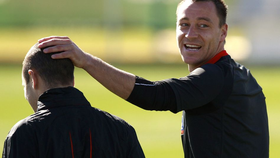 Englands Terry (r.) mit Cole: Einsatz des Vereinskollegen gefordert