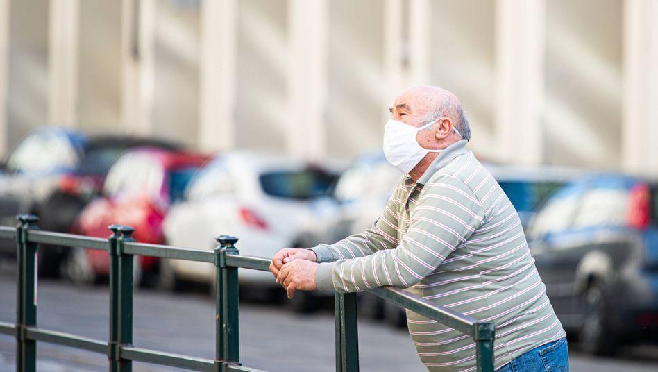 Kampf gegen das Virus: Maske auf und Abstand halten