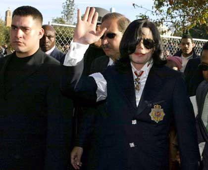 Aufnahme von vor einem Jahr: Jackson erscheint zum Prozessauftakt in Santa Maria