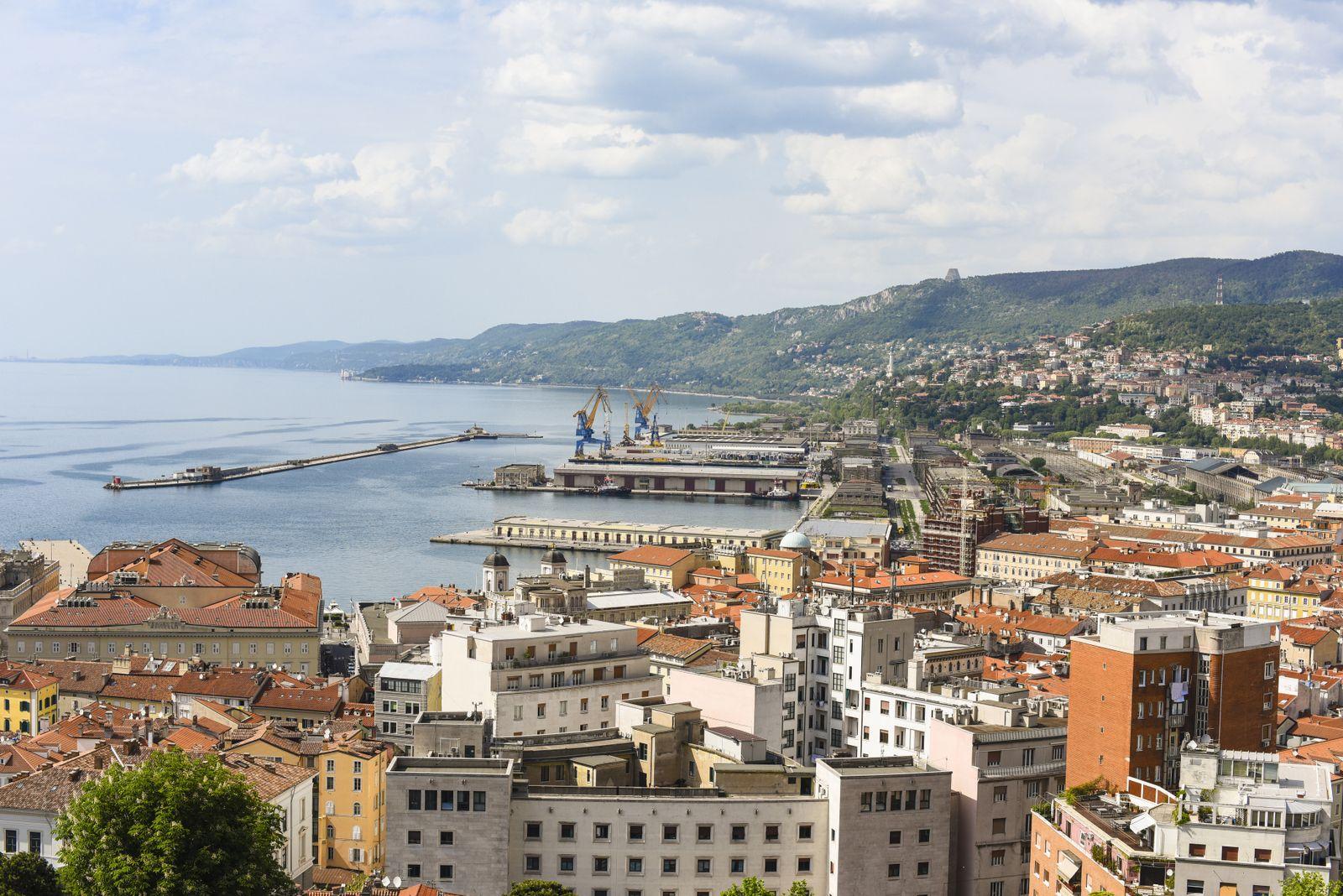 EINMALIGE VERWENDUNG Italien, Triest/ kurz und krass/ Kueste