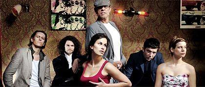 Kiez-Panorama: Regisseur Lemke (Mitte) mit seinem Ensemble