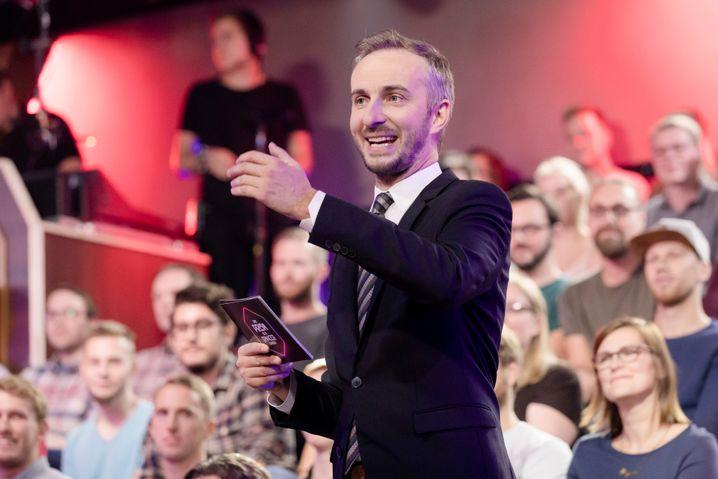 """""""Lass dich überwachen! Die PRISM IS DANCERER Show"""" mit Jan Böhmermann."""