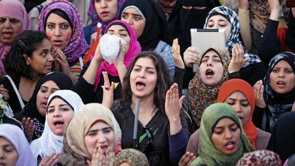Demonstrantinnen auf dem Tahrir-Platz am 5. Juni: »Die Entwicklung verläuft von schlecht zu schlimm«