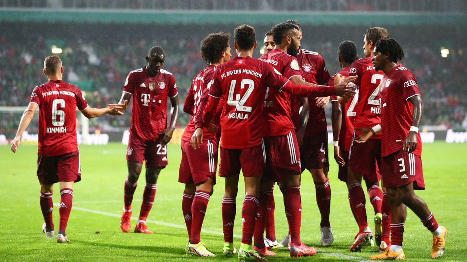 Die Bayern-Spieler nach dem ersten Tor von Jamal Musiala