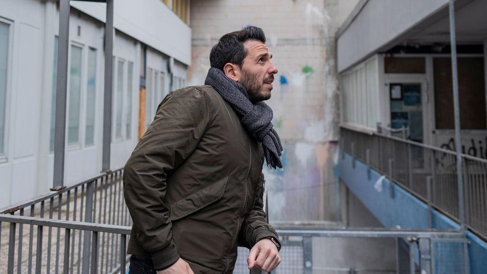 Erfahrungen: Derviş Hızarcı in Kreuzberg. Um Antisemitismus zu begegnen, müsse man vor allem dessen unterschiedliche Erscheinungsformen kennen, sagt er.