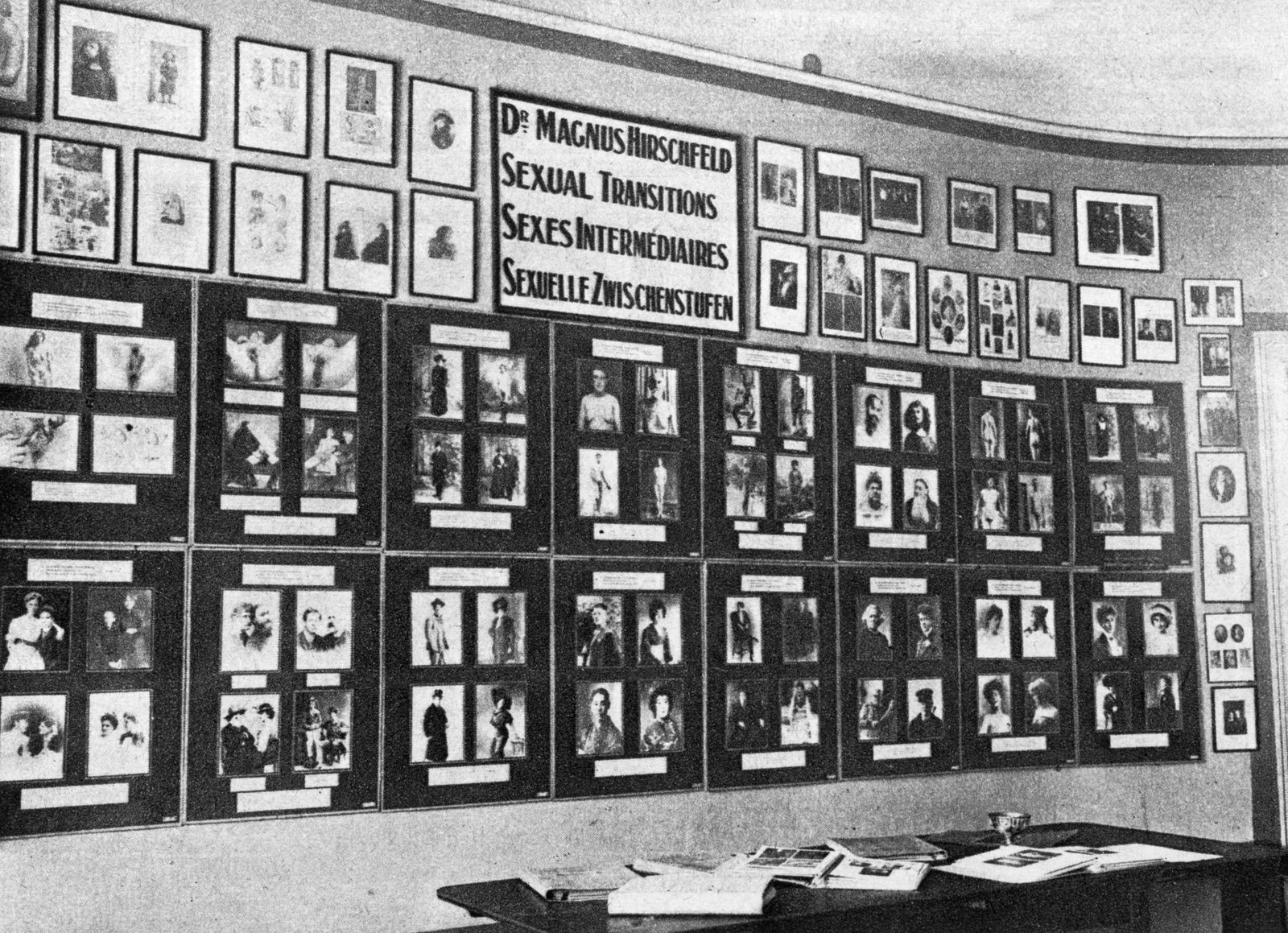 Hirschfelds Archiv mit Schautafeln sexueller Zwischenstufen