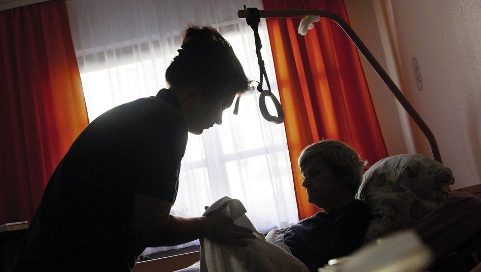 Betreuerin, Seniorin: »Es kann nicht sein, dass Schamgefühle missachtet werden«