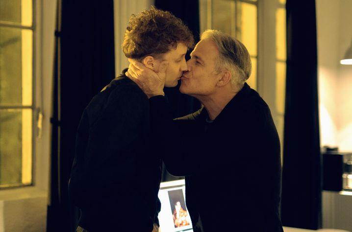 Vor 30 Jahren sorgte es noch für Empörung, wenn sich Männer im Fernsehen küsste. Heute auch noch? Szene aus »All you need«.
