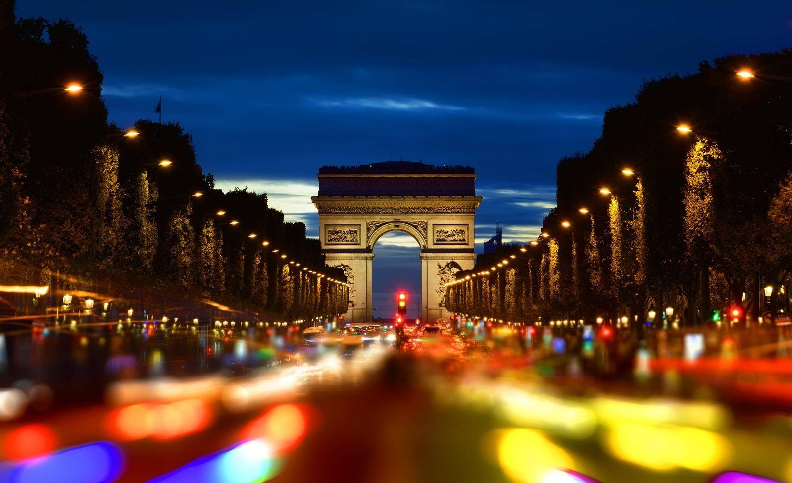 Champs Elysee in evening PUBLICATIONxINxGERxSUIxAUTxONLY Copyright xGivagax Panthermedia23411802