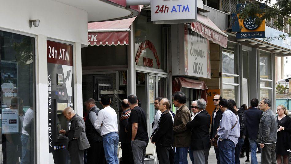 Angst vor Banken-Stürmung: EZB rüstet sich gegen Kapitalflucht aus Zypern