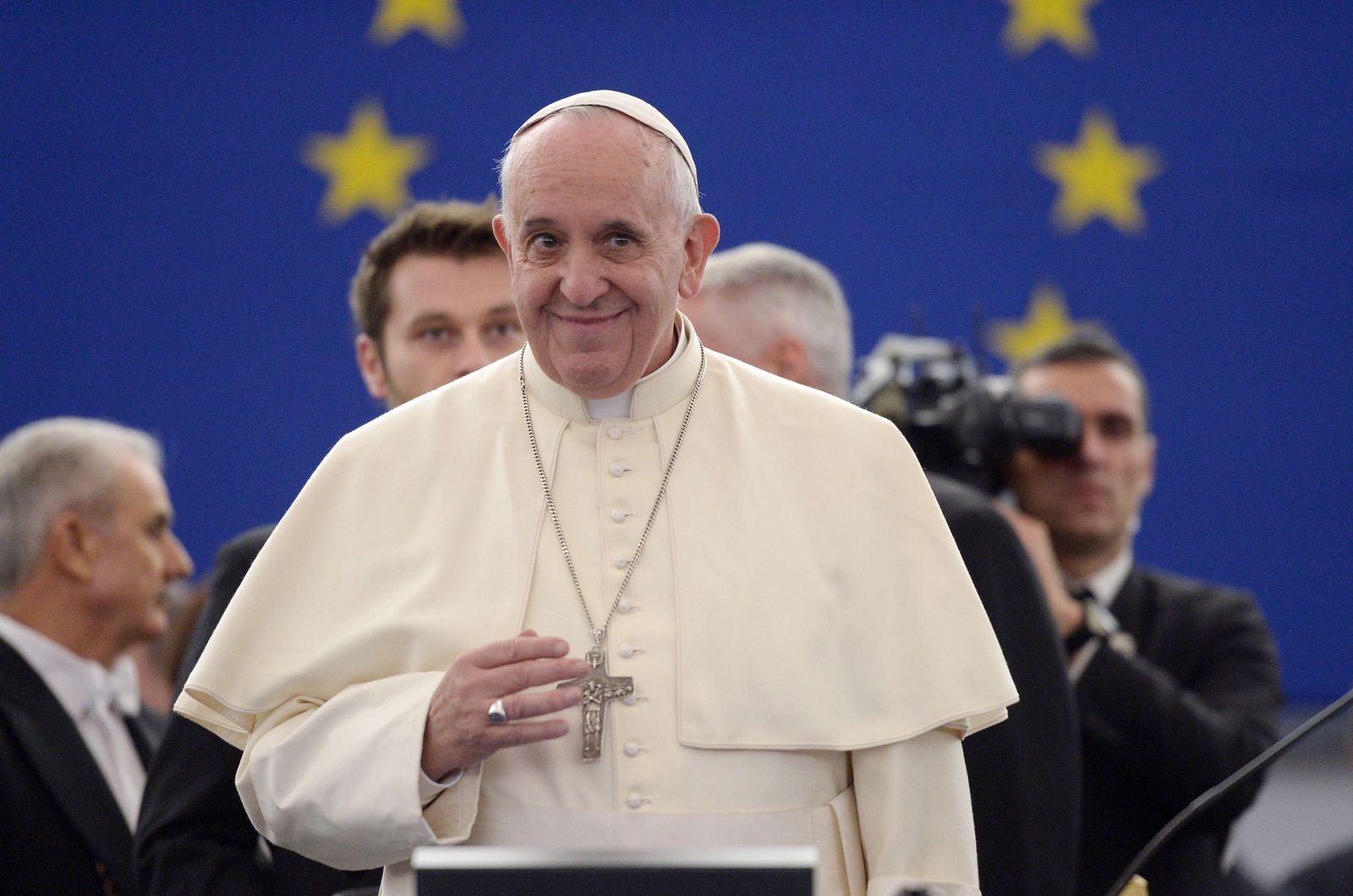 TOPSHOTS-FRANCE-EU-VATICAN-POPE-VISIT