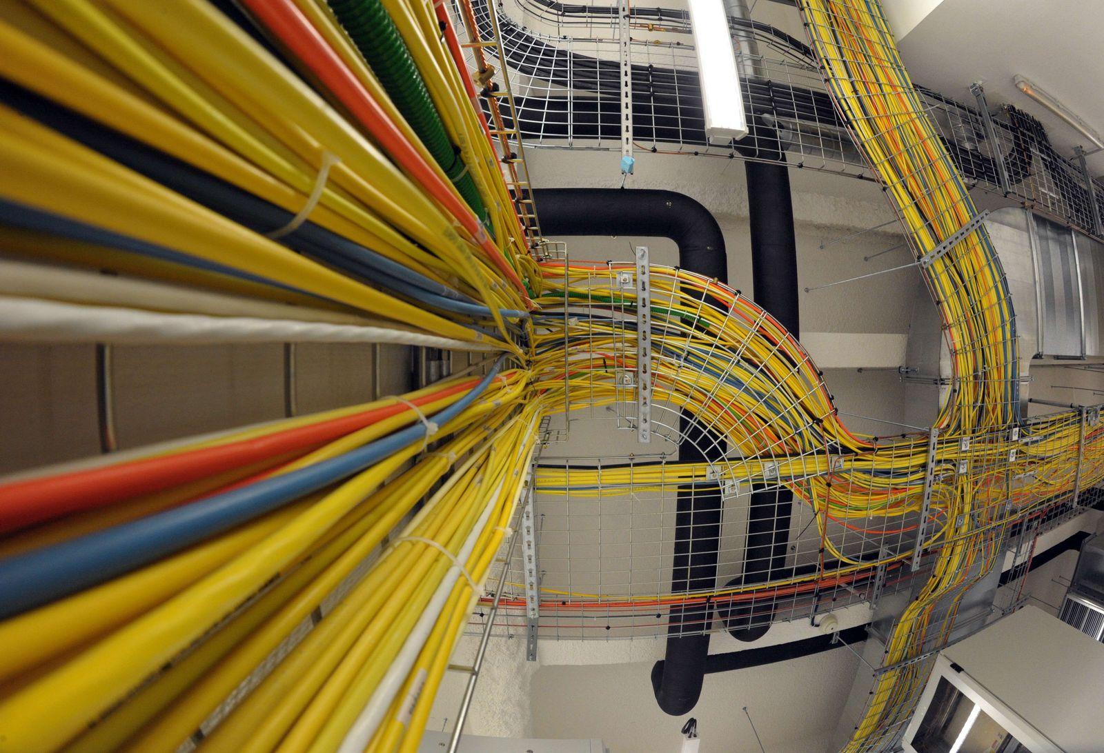 FRANCE-TECHNOLOGY-DATA-CENTER-TELEHOUSE-INTERNET