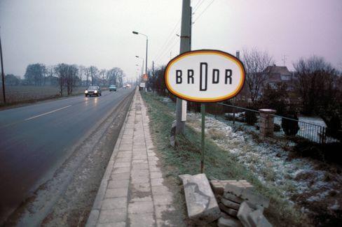 Straßenschild von 1990