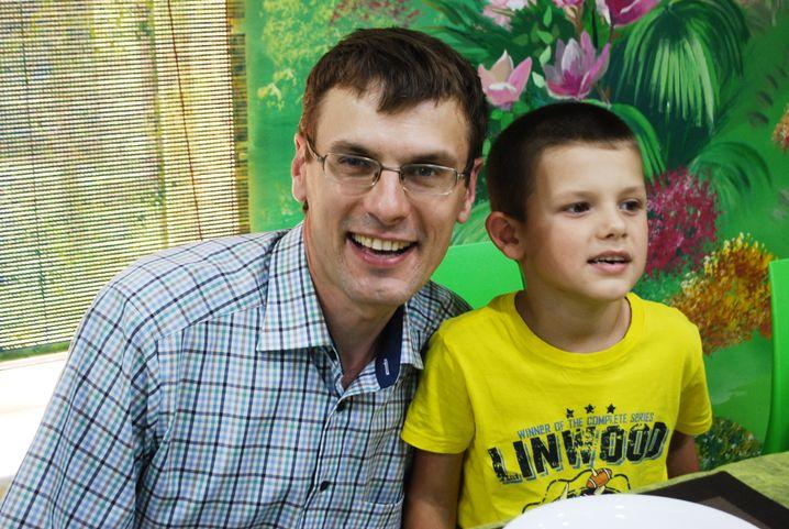 Andrej Majsak mit seinem Sohn