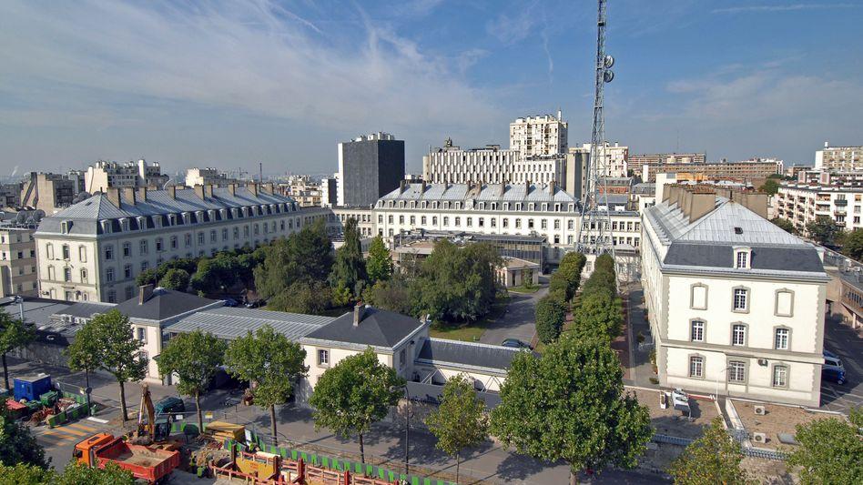"""Gebäude des französischen Auslandsgeheimdiensts DGSE in Paris: """"Enthüllungen über den französischen Big Brother"""""""