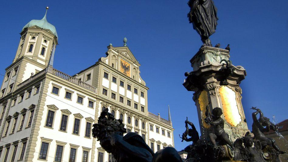 Augsburger Rathaus: Als Antwort auf eine Anfrage erhielt ein Blogger eine Abmahnung
