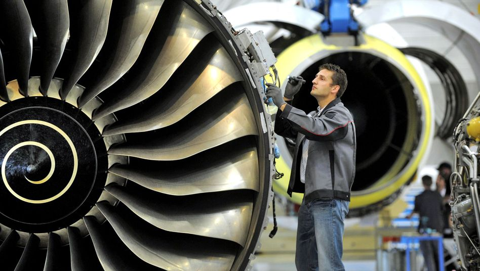 A Rolls Royce Trent 900 engine: Air regulators are calling for increased safety checks on A380 aircraft operating with the turbine model.