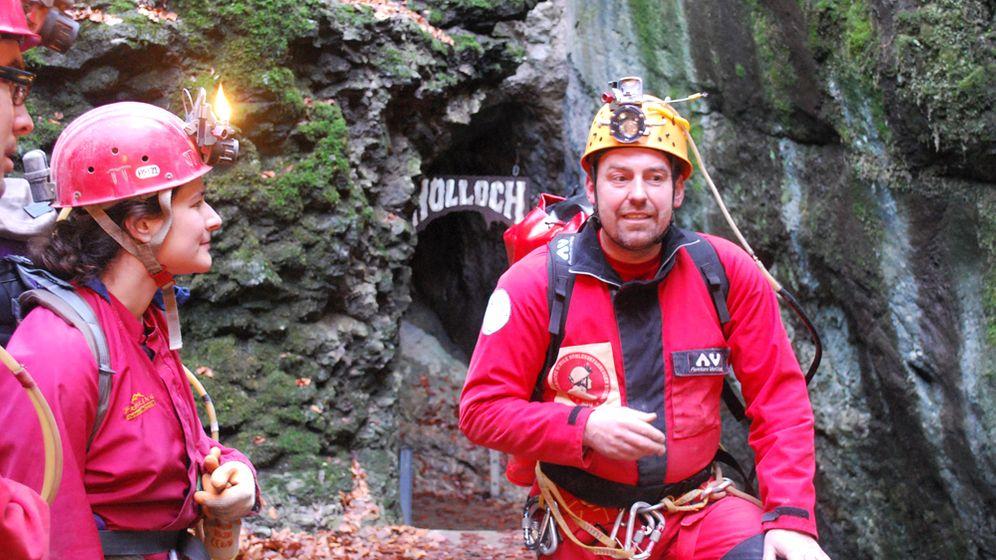 Schweizer Hölloch: Käsefondue beim Höhlenbiwak