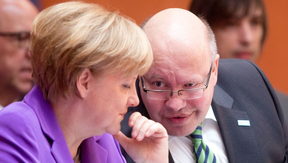 "Bundeskanzlerin Merkel mit Umweltminister Altmaier: ""Korrekturbedarf"""