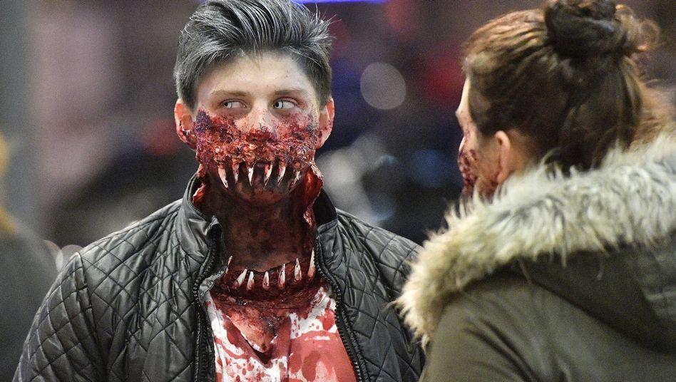 """Teilnehmer des """"Zombie-Walks"""" in Essen"""