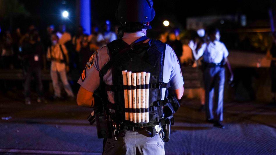 Polizist bei Protesten nach dem Tod von Rayshard Brooks in Atlanta (Symbolbild)