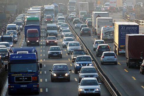 """Autokolonne auf der A1 bei Köln: """"20 bis 30 Prozent mehr Aufkommen"""""""