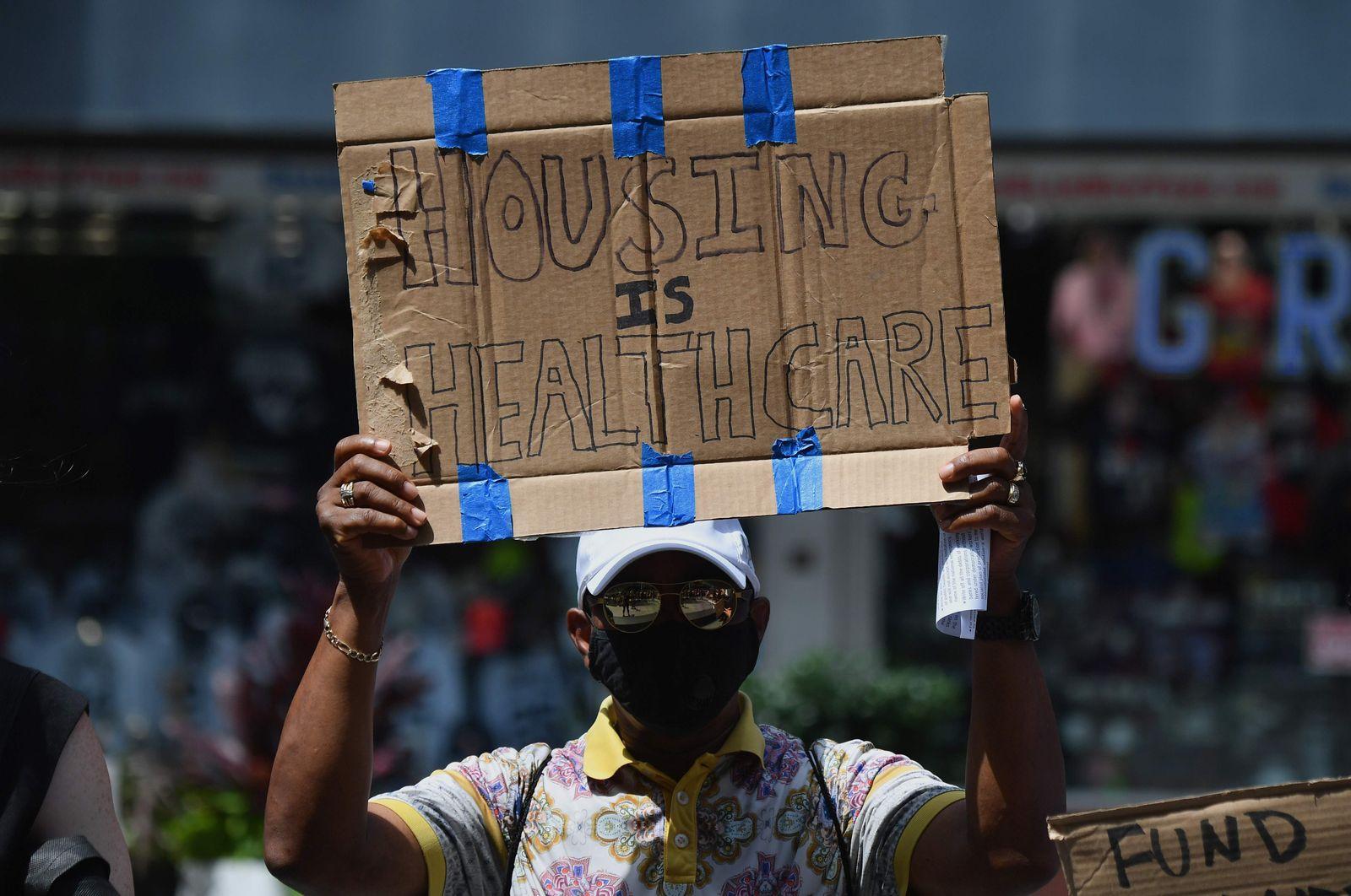 US-HEALTH-VIRUS-ECONOMY-POLITICS-AID-PROTEST