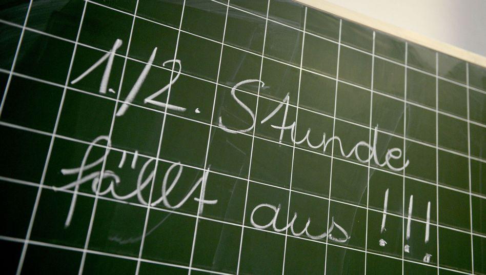 In fast allen Bundesländern fehlen Lehrkräfte - deshalb fällt häufig Unterricht aus (Symbolbild).