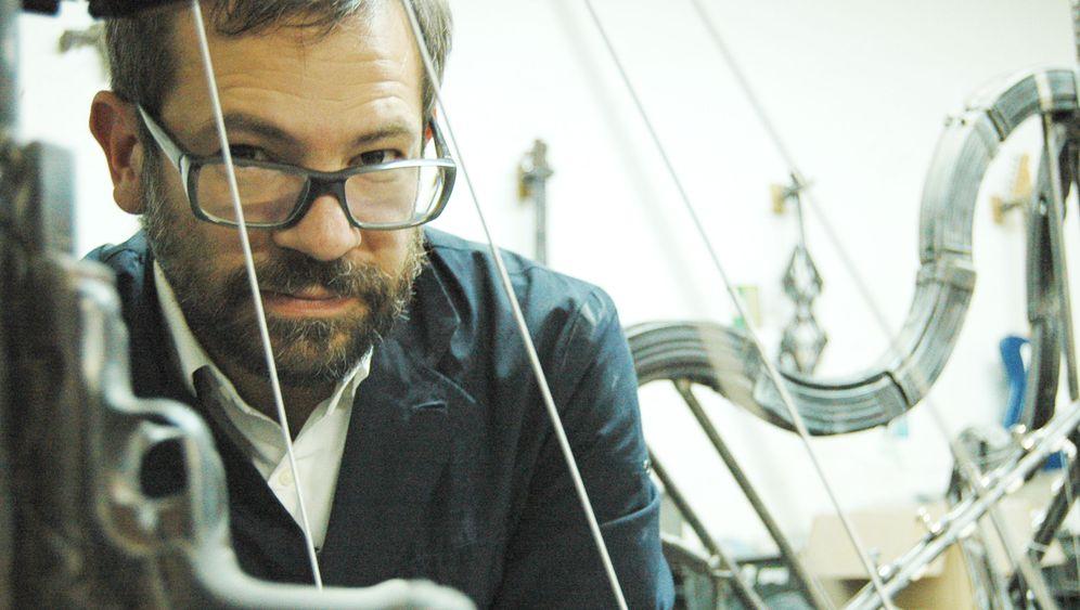 """Waffen-Künstler Pedro Reyes: """"Die Musik vertreibt die Dämonen"""""""