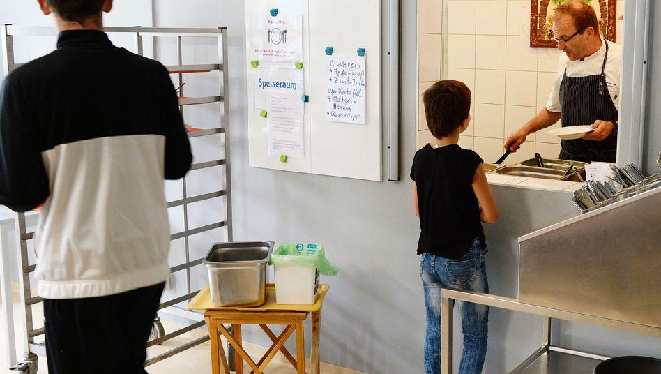 Essensausgabe im Kinder- und Jugendhaus Bolle in Berlin-Marzahn