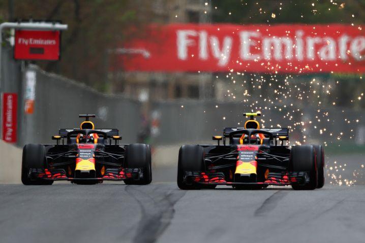 Daniel Ricciardo (rechts) und Max Verstappen