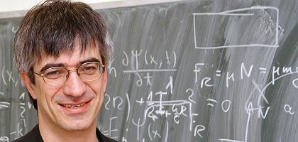Professor Tolan: Großer Bond-Fan, schon aus beruflichen Gründen