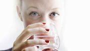 Schützt ständiges Wassertrinken vor einer Coronainfektion?