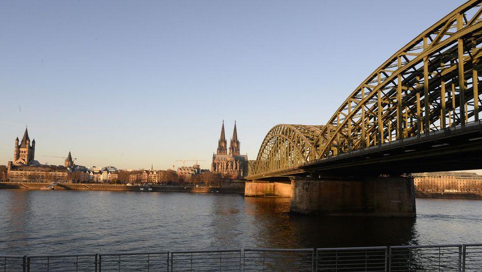 Blick auf den Kölner Dom: Keine öffentlichen Gottesdienste mehr