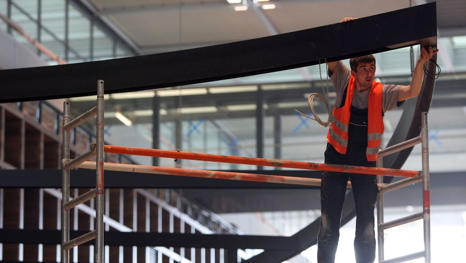 Bauarbeiten am neuen BER-Terminal: Probleme an jeder Ecke
