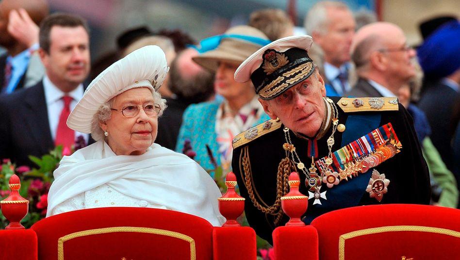 74 Jahre durch gute Zeiten, schlechte Zeiten: Queen Elizabeth II. und ihr Prinzgemahl Philip (2012 bei der Feier des diamantenen Thronjubiläums)