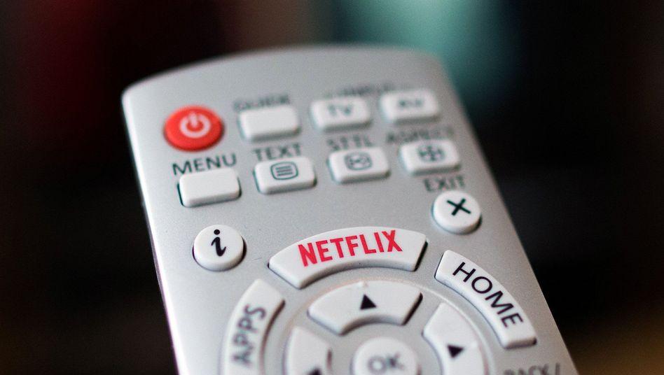 Fernbedienung mit Netflix-Logo: Je nach Land gibt es unterschiedlich viel zu sehen