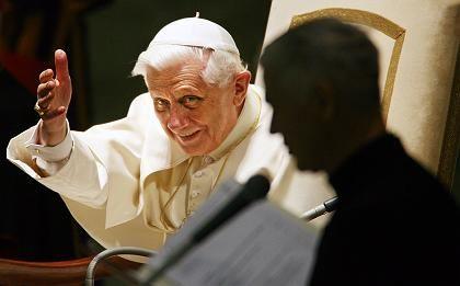 """Benedikt bei der ersten Generalaudienz nach Veröffentlichung der Enzyklika: """"Das meist missbrauchte Wort"""""""