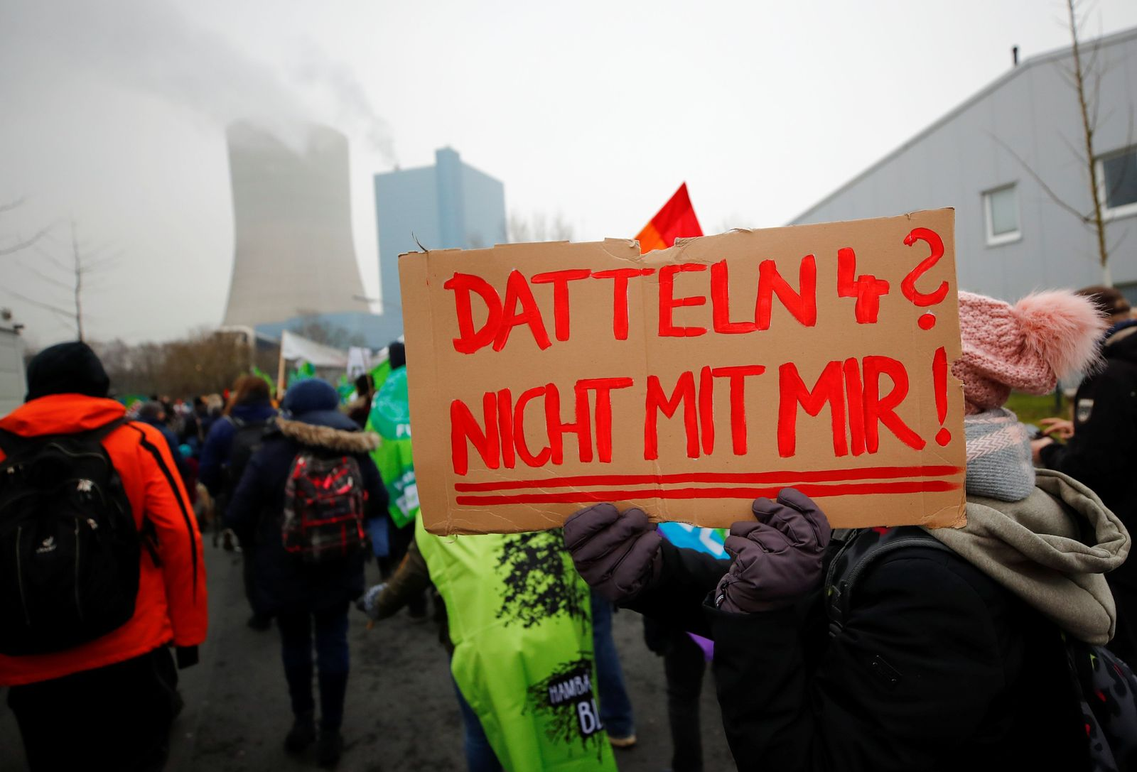 """Greenpeace, Fridays for Future and other environmental organisations protest against the commissioning of the North Rhine Westphalian stone coal-fired power plant """"Datteln 4"""" in Datteln"""