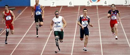 """Sprinter Pistorius (3. v. l.): """"Ich kann noch wesentlich schneller laufen"""""""