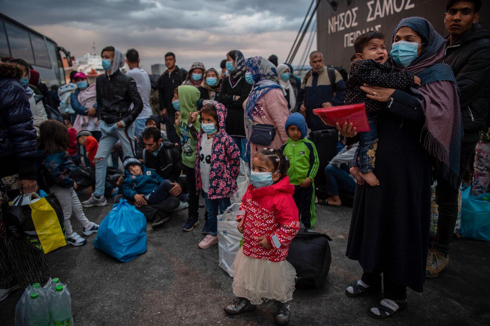 Überfüllte Camps: Tausende zum griechischen Festland gebracht