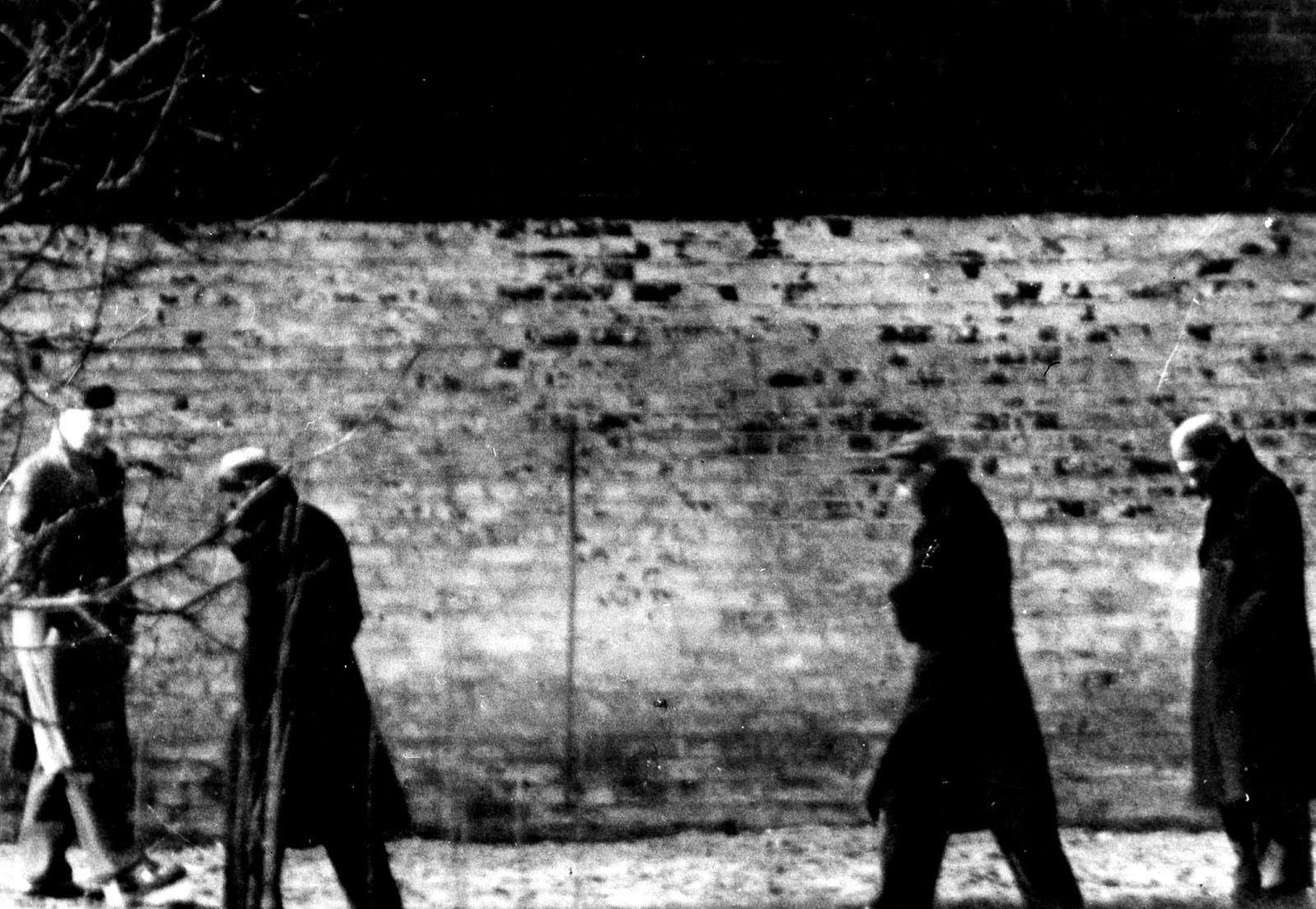 Baldur von Schirach, Karl Dönitz und Rudolf Hess in der Haftanstalt Berlin Spandau