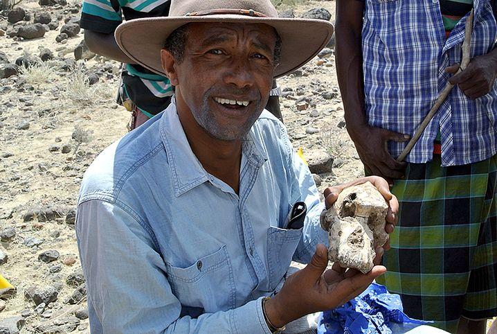 Yohannes Haile-Selassie mit dem Fund
