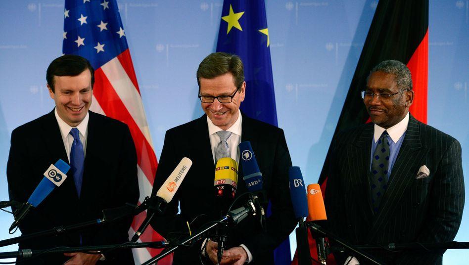 Murphy, Westerwelle, Meeks (v. l.): Die US-Delegation fühlt bei den enttäuschten Deutschen vor
