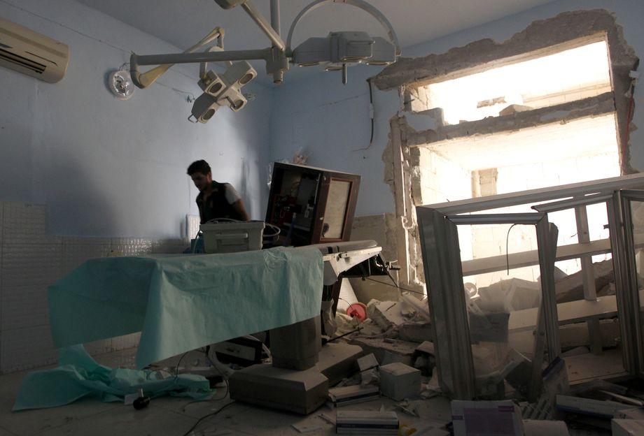 Zerstörtes Krankenhaus in Aleppo (2016): Manche Einrichtungen wurden mehrfach getroffen. An versehentliche Kollateralschäden glauben die Menschenrechtsaktivisten deshalb nicht – sie sehen eine Strategie.